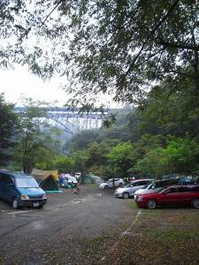 下流側から荒川橋を望む