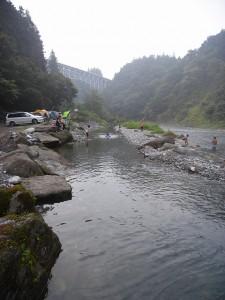 川遊びの様子(上流側)