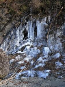湧き水が凍った氷柱