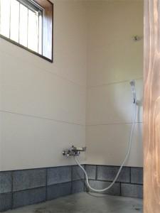 シャワールームは広々