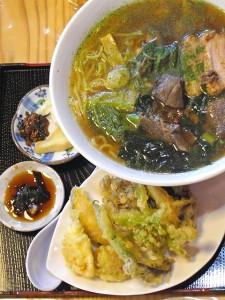 鈴ひろデラックスラーメン 旬の山菜たっぷり。