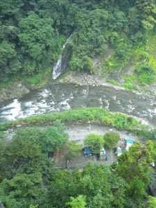 荒川、将門の滝の正面でキャンプ