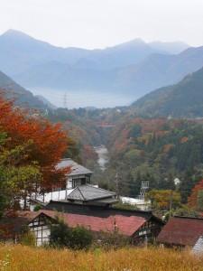 紅葉と霧の幻想的な風景に出会えるかも