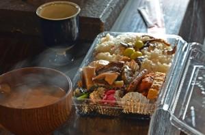 きのこご飯弁当と豚汁、かぼちゃスープ