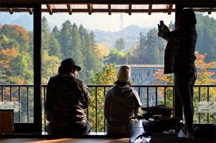 鈴加園の大窓から奥秩父の風景にまったり。