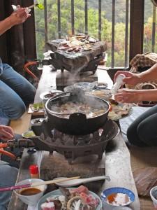 鍋や石器焼きで宴会
