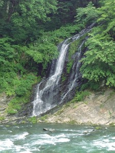 清流流れる将門の滝