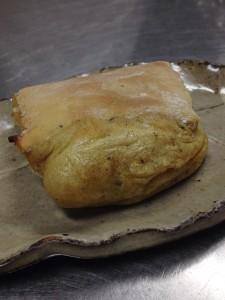 焼きたての栃餅。砂糖醤油で頂きます。