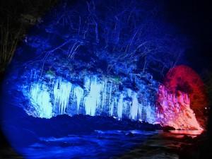 三十槌の氷柱ライトアップ
