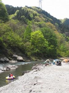 日中は川遊びがサイコー!