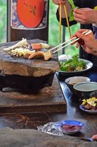 石器焼きは焦げ付きにくく蒸らす効果があり柔らかくおいしく頂けます。