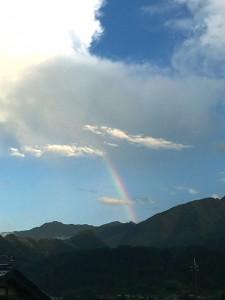 雨の後、虹が