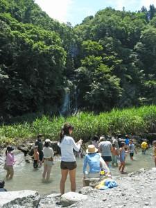 荒川で水遊び