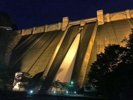 浦山ダム放水ライトアップ