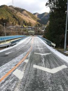 8日に降った雪の翌朝の橋の状態