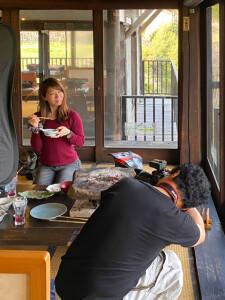 月刊モトチャンプ:村上菜つみさんとカメラマン高橋克也さん